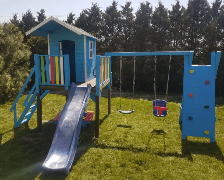 Jak urządzić przydomowy plac zabaw?