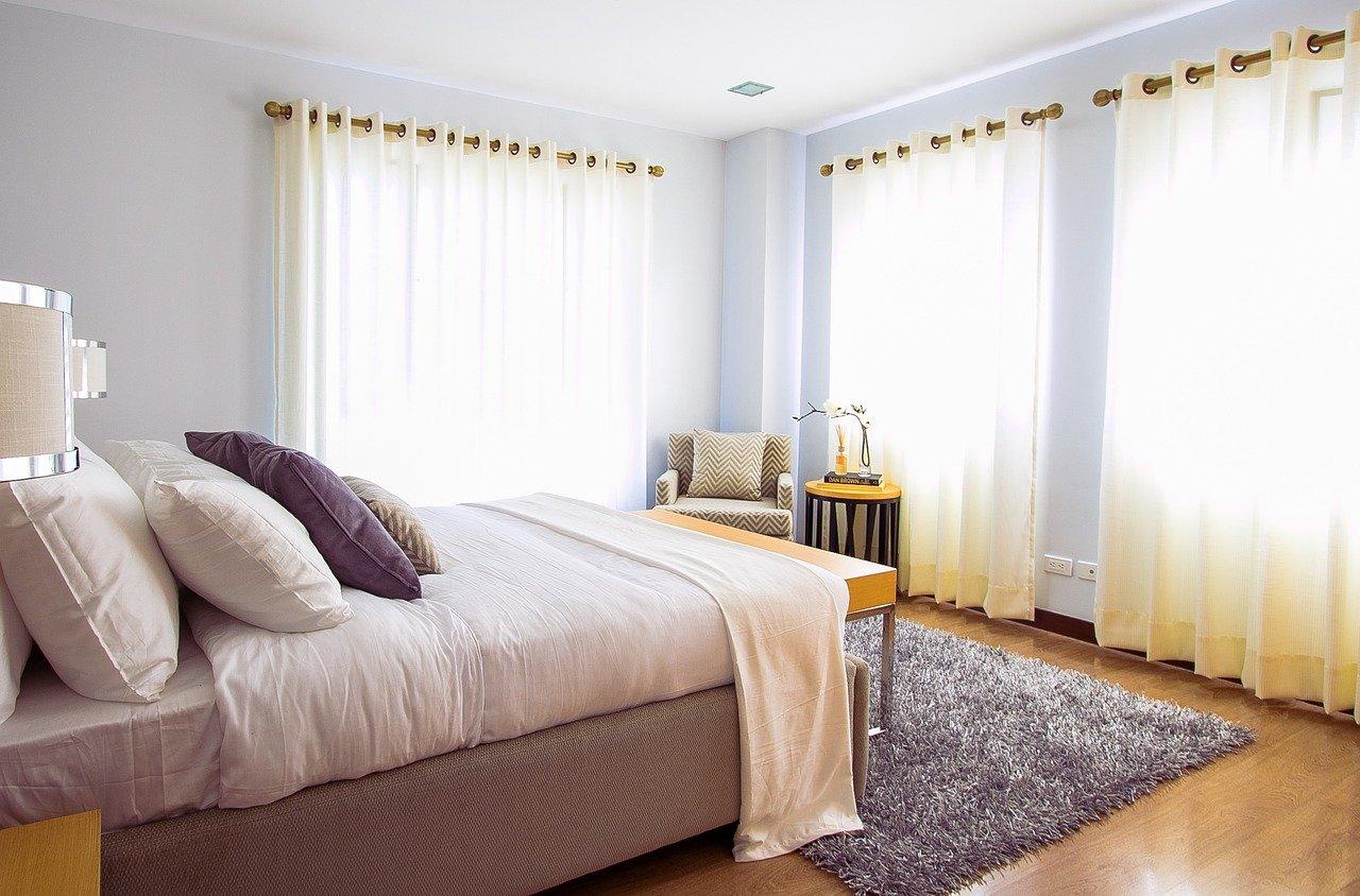 Dywan shaggy w sypialni - 5 powodów, dla których warto go mieć