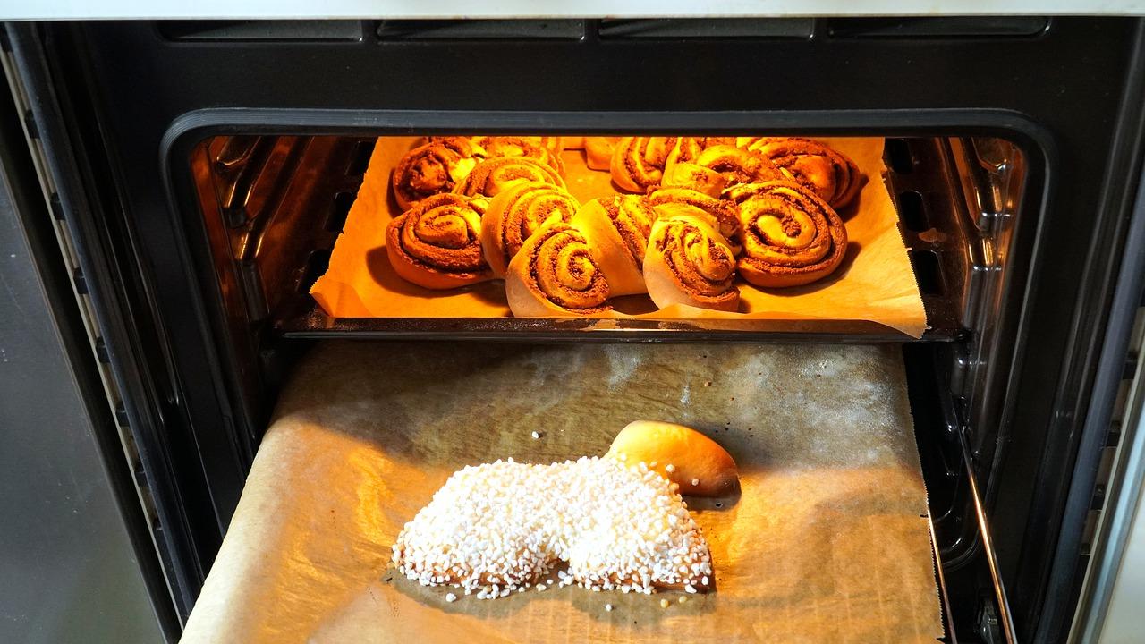 Jak czyścić i dbać o piekarnik?