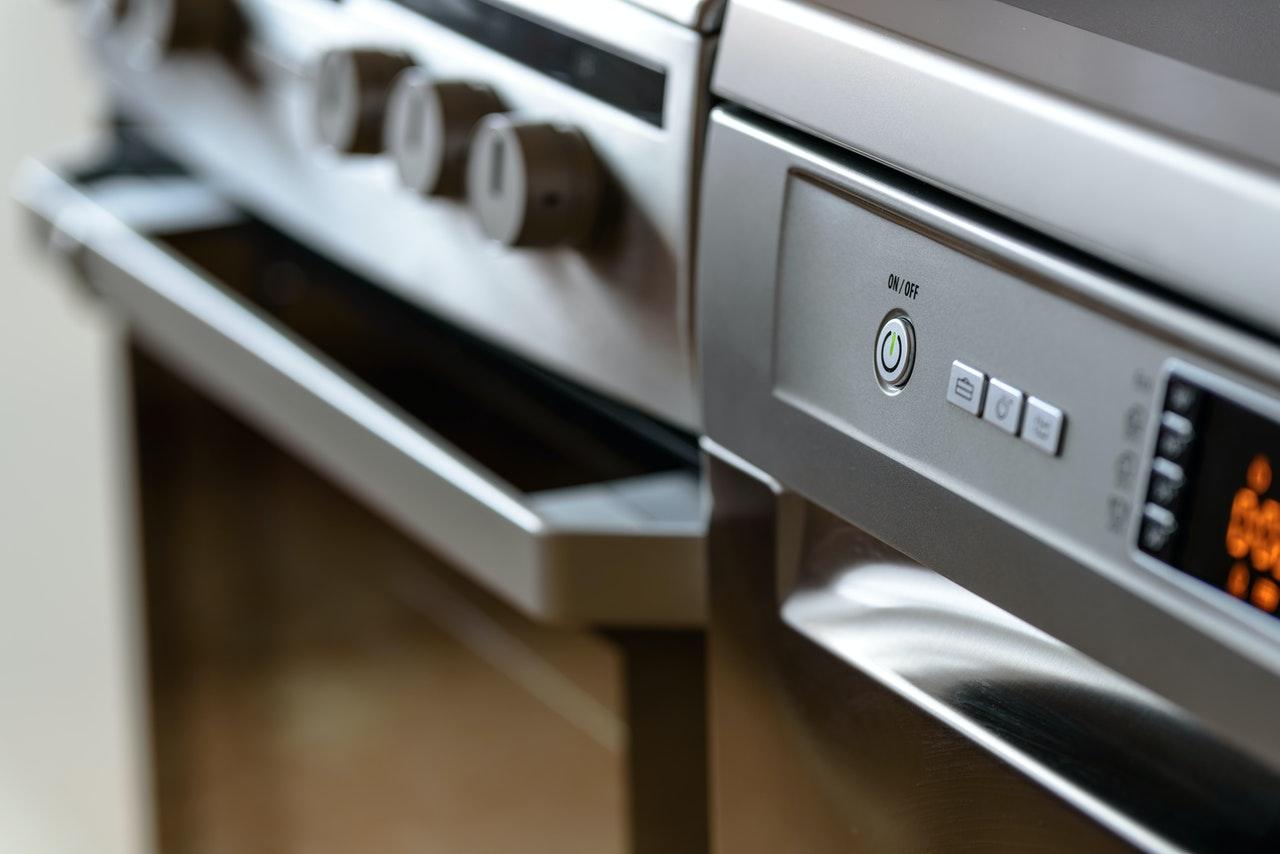 Rozwiązania, które sprawdzą się w małej kuchni