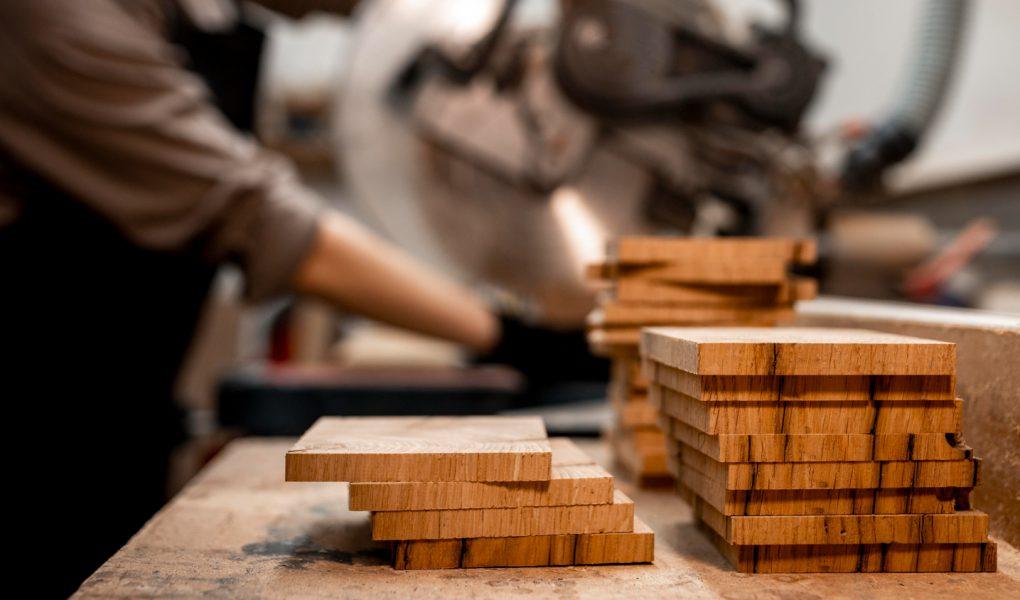 Czy wielopiła jest niezbędna w każdym warsztacie stolarskim? Poznaj charakterystykę tej maszyny